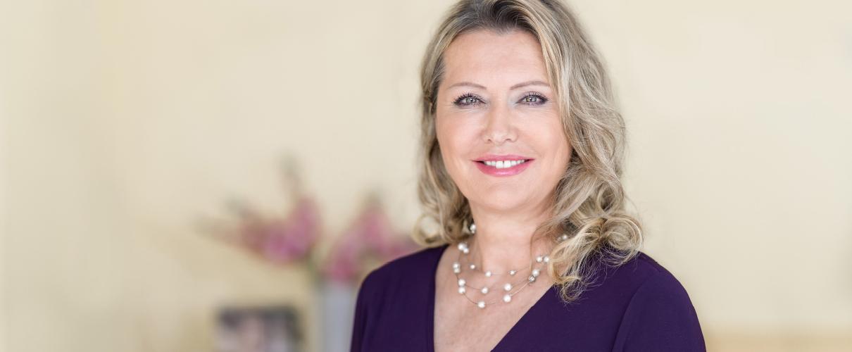 Dr. med. Corinna Herrmann - Ärztin für nichtinvasive ästhetische Medizin & Anti-Aging